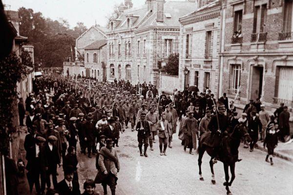 Сентябрь 1915 года. Пленные немецкие солдаты в Шалон-ан-Шампань, Восточная Франция.