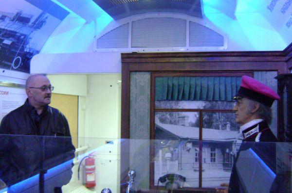 В музее на колёсах можно увидеть атрибутику рабочего кабинета начальника железнодорожной станции начала XIX века.