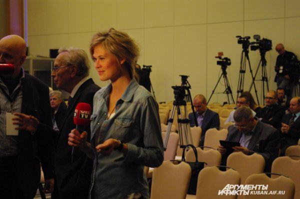 Информационное сражение в Сочи выиграл Магнус Карлсен: журналистов из Норвегии приехало в несколько раз больше, чем их коллег из Индии.