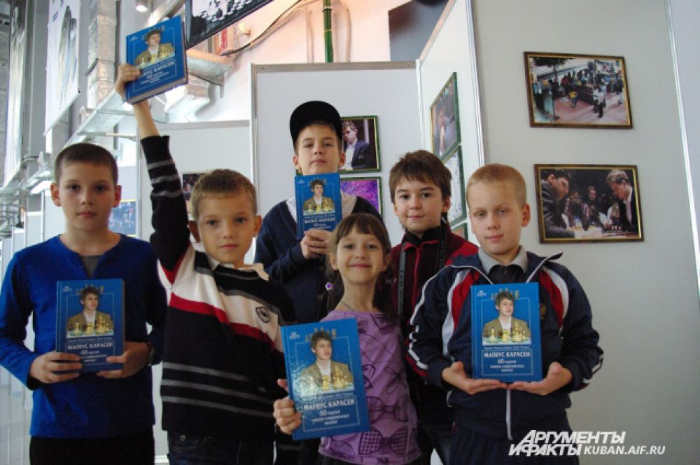 Юные шахматисты из шахматного кружка Новороссийска приехали в Сочи посмотреть на чемпионов мира и поучаствовать в турнире Краснодарского края.