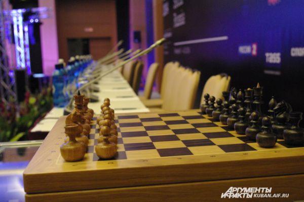 Этот набор шахмат, названный «Непобедимые» получит от Анатолия Карпова второй участник чемпионата мира.