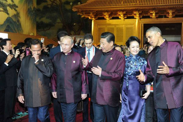 Султан Брунея Хассанал Болкиах, президент России Владимир Путин, президент Китая Си Цзиньпин, его жена Пэн Лиян и президент США Барак Обама.