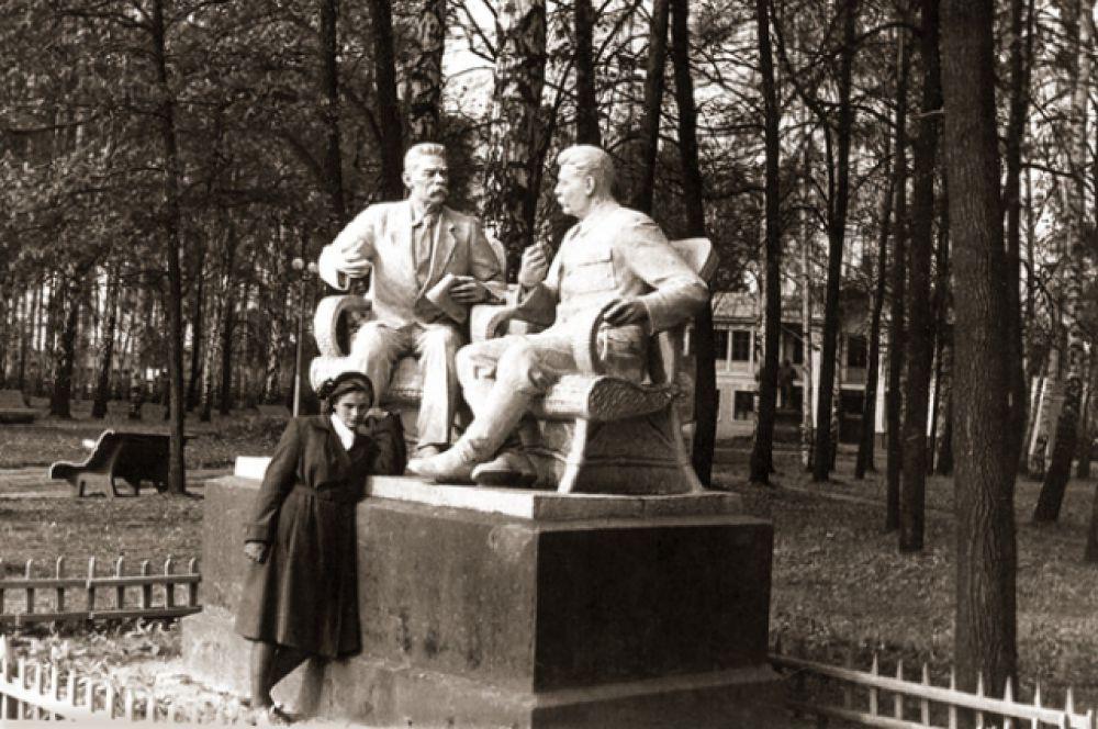 Скульптурная группа «Горький А.М. и Сталин И. В.», 1957 г.