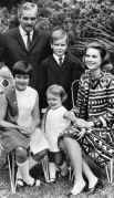 Грейс Келли и Ренье III с детьми: Каролиной Маргаритой Луизой, Альбером II, правящим князем Монако, и Стефанией Марией Елизаветой. 1967 год.