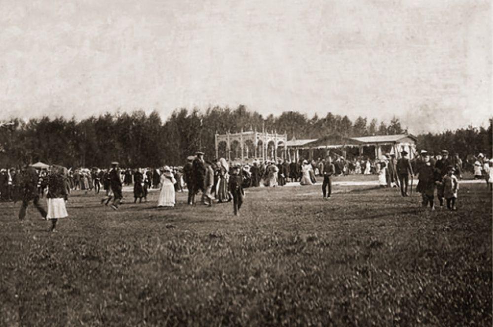 Начало 20-го века, ипподром. Здесь проходили рысистые бега и состязания лошадей в упряжке.