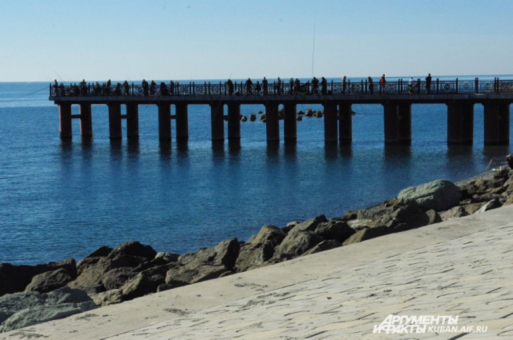 Мост, на котором можно часто встретить рыбаков.
