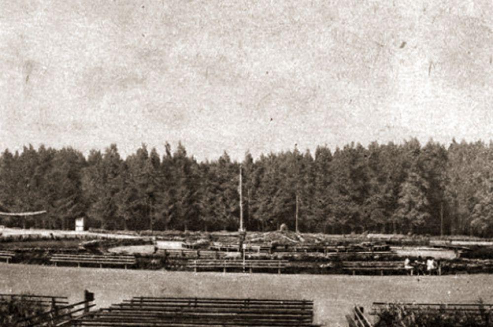 Большая клумба в центре парка, сейчас здесь фонтан. (1920-е гг.)
