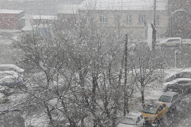 И снег, и дождь, и град. Причём - одновременно.