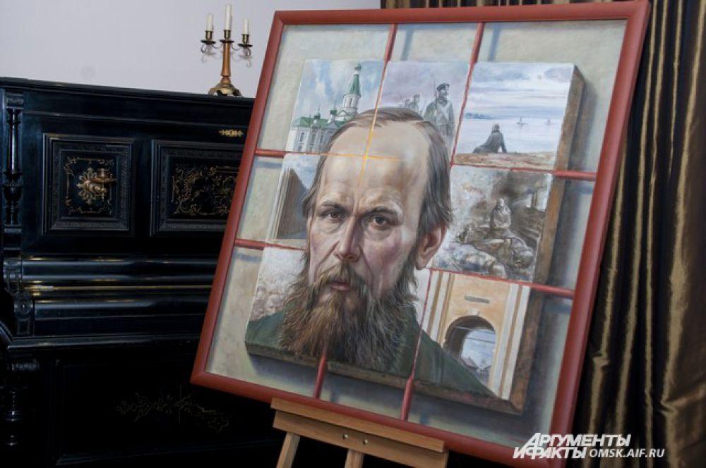 Экспонаты выставки, посвященной Достоевскому.