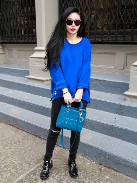 Особое очарование придаст вашему образу насыщенный синий цвет, который выбирают как дизайнеры, так и модницы