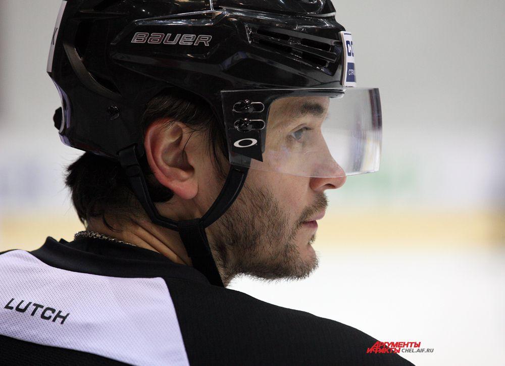 Капитан команды,нападающий Станислав Чистов