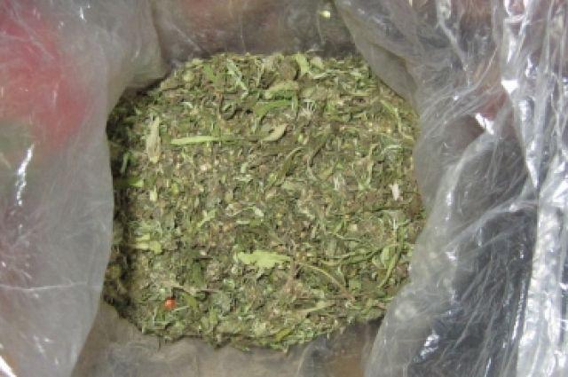 В сумке задержанного мужчины нашли наркотики.