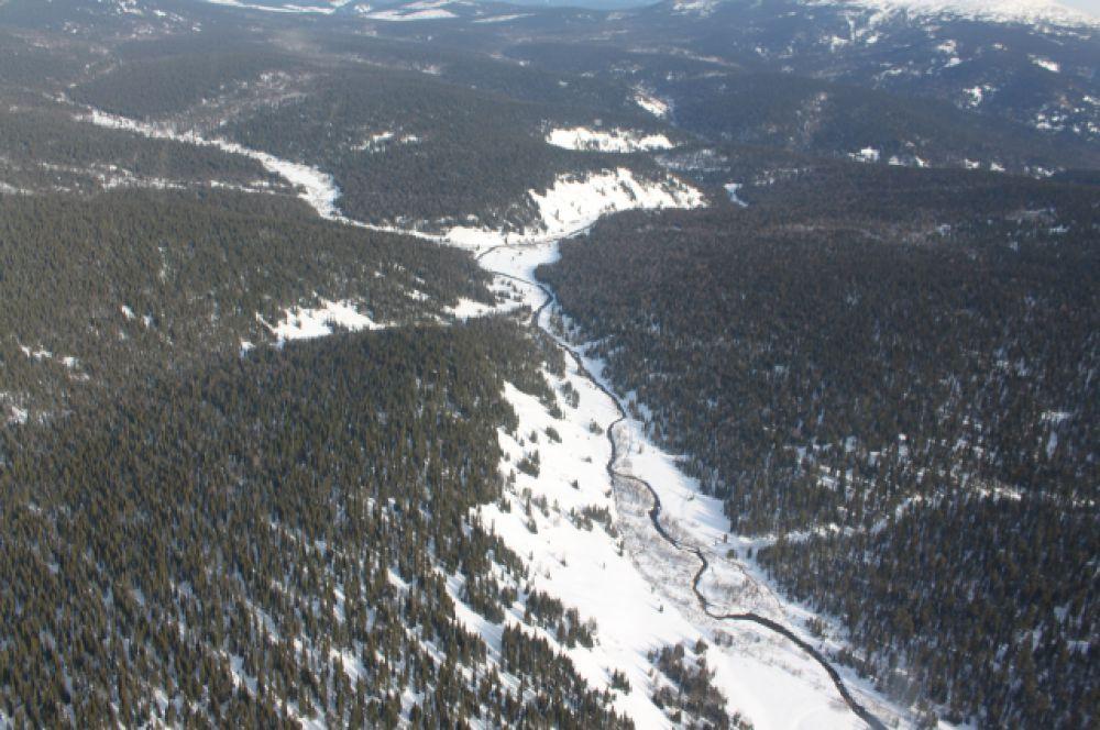 Чистейшие горные реки прорезали руслами горные массивы.