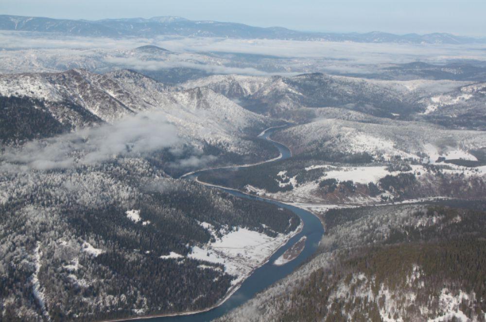 Под влиянием различных природных факторов здесь появились живописные речные долины.