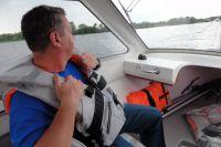 Спасательные жилеты находятся в самолёте на случай вынужденного приземления на воду.