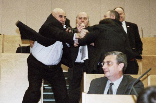 2003 год. За звание главного бойца Госдумы с Жириновским легко бы мог поспорить коммунист Василий Шандыбин. В очном бою они замечены не были, но от Василия Ивановича многие получили на орехи.