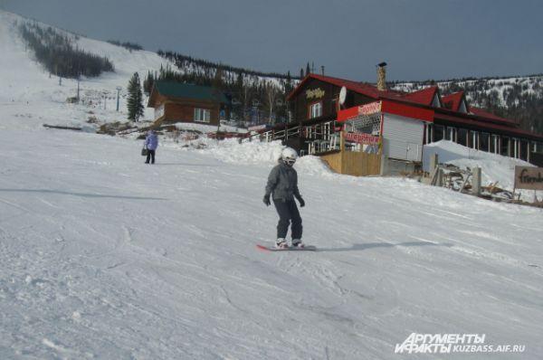 Здесь созданы все условия, чтобы освоить катание на лыжах и сноубордах «с нуля».