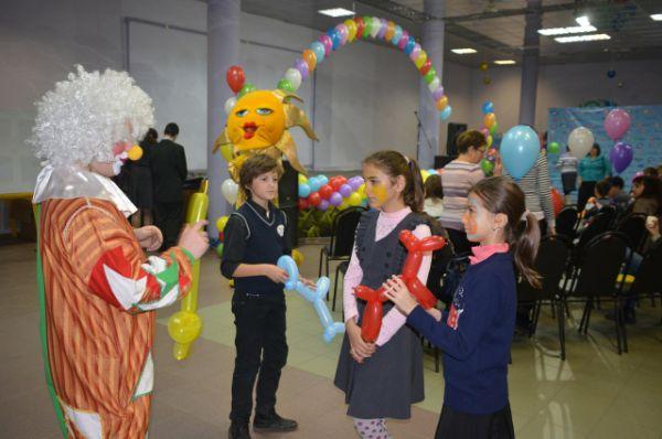 Во многом созданию праздничной атмосферы поспособствовал весёлый клоун