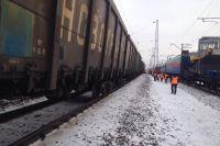 13 грузовых вагонов сошли с рельсов в Омской области.