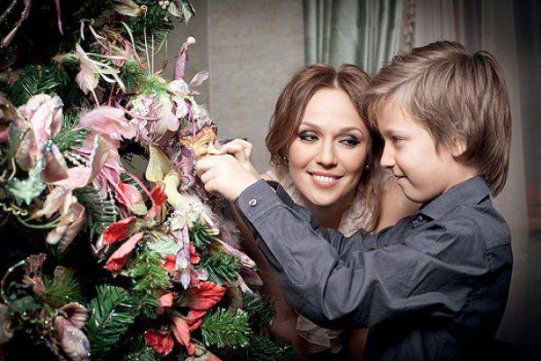 Альбина Джанабаева с сыном Костей