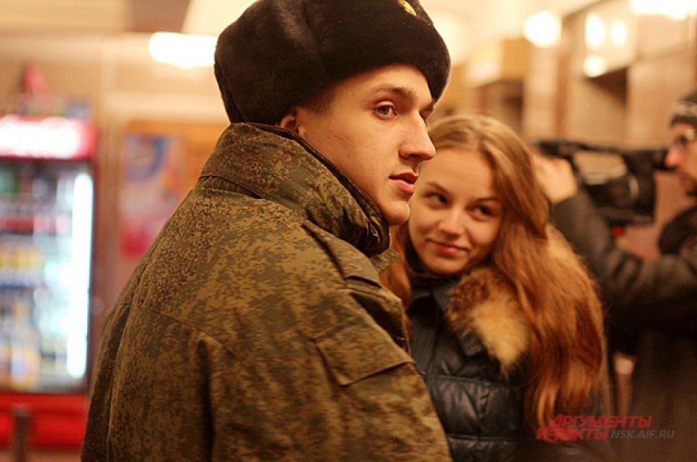 Девушки обязательно дождутся солдат.