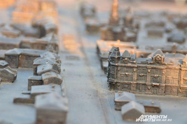 Предполагается, что уже нынешним летом, после изготовления постамента, макет займет выбранное для него место.  Бронзовую модель города установят на гранитную плиту красно-коричневого цвета толщиной 300 мм.