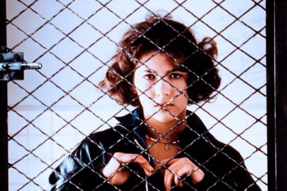 Образ подростка, которого Софи Марсо играла в кино, наскучил актрисе. Она ищет новые роли, пытаясь выйти за рамки сложившегося имиджа. В образе взрослеющей девушки Софи Марсо появляется в фильмах «Шальная любовь» (1985) и «Полиция» (1985).
