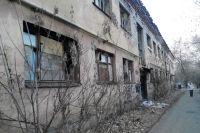 Некогда образцовое общежитие сегодня превратилось в руины.