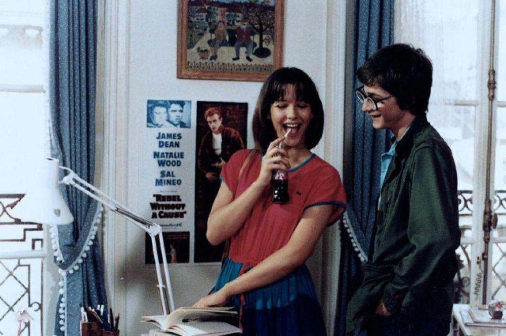 Успешно пройдя кастинг, Софи была выбрана режиссером  картины Клодом Пиното на главную роль в фильме «Бум» (1980), после премьеры которого юная актриса проснулась знаменитой. Вскоре после первого» Бума», был снял «Бум 2» (1982), который принес Софи Марсо первую кинонаграду – премию «Сезар» в номинации «Лучший дебют и самая многообещающая актриса».