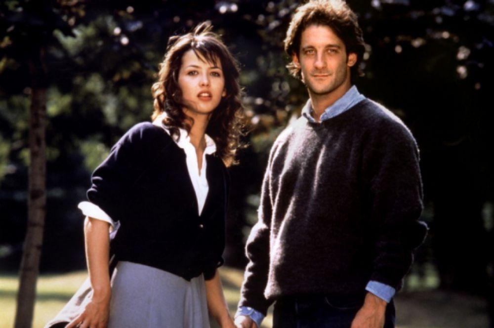 Популярность за границей Франции Софи Марсо приносят фильмы «Студентка» (1988) и «Фанфан – аромат любви» (1993). Последний фильм позже стали считать классикой европейской мелодрамы.