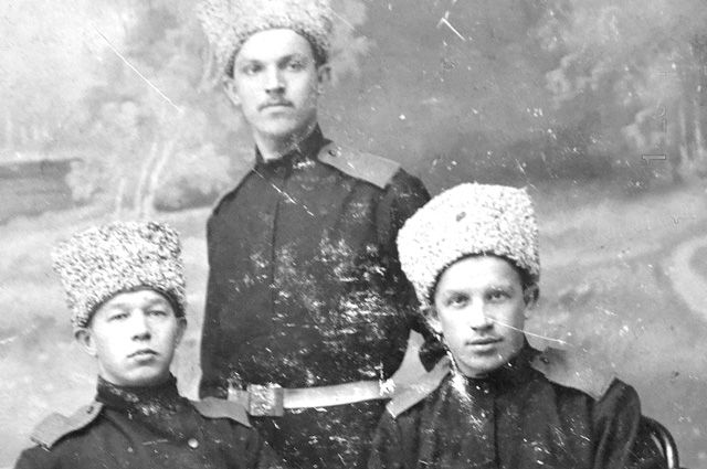 Дмитрий Зубков (справа) - годы службы в царской армии.