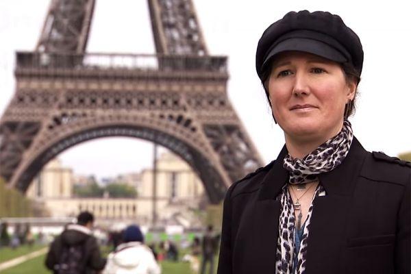 Говоря о браке, нельзя не упомянуть еще об одной человеческой странности - объектофилии. Так, например, 37-летняя американка Эрика вышла замуж за Эйфелеву башню. Теперь она официально носит фамилию Ла Тур Эйфель.
