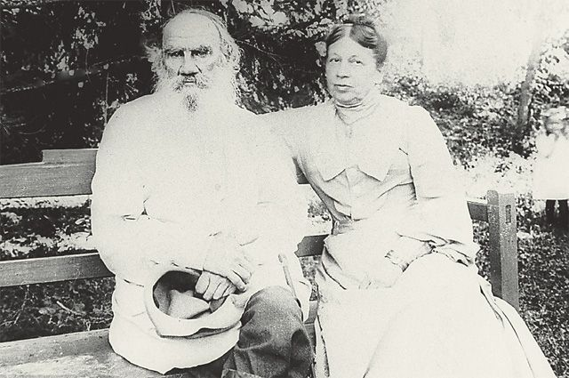 Лев Николаевич и Софья Андреевна. 1903 год.