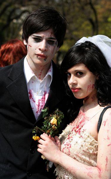 Вампиры и зомби – кто-то выбирает такие свадебные наряды.