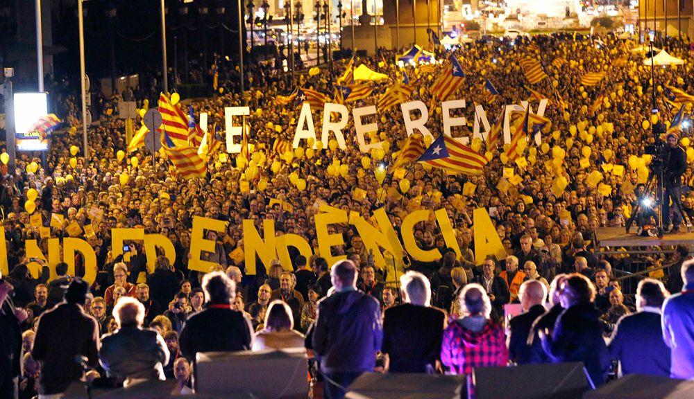 9 ноября в Каталонии прошел неофициальный опрос о независимости региона. В голосовании приняли участие около 2 млн 250 тыс. человек, и более 2 млн высказались за независимость.