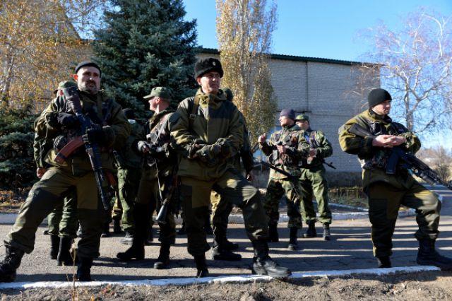 Ополченцы Донецкой народной республики на первой линии обороны.