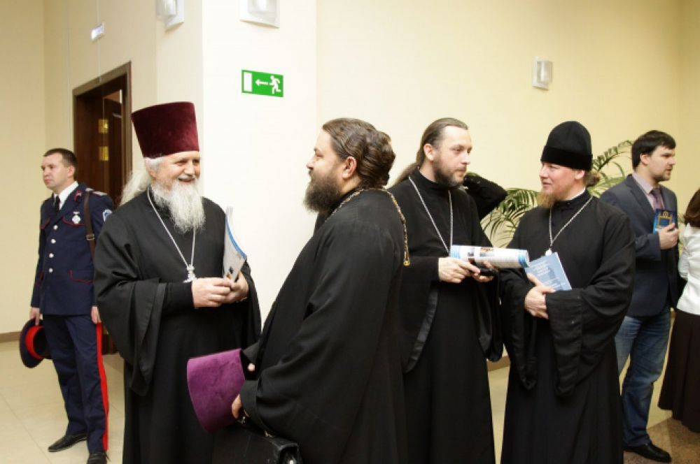 Общение участников форума перед работой секций.