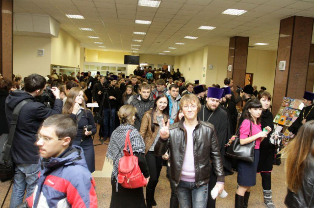 На форум в ДГТУ собрались работники культуры, педагогт, представители национальных объединений, школьники и студенты.