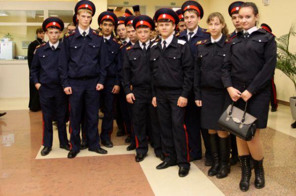 Кадеты казачьих корпусов - учпстники Димитриевских чтений - фото на память.