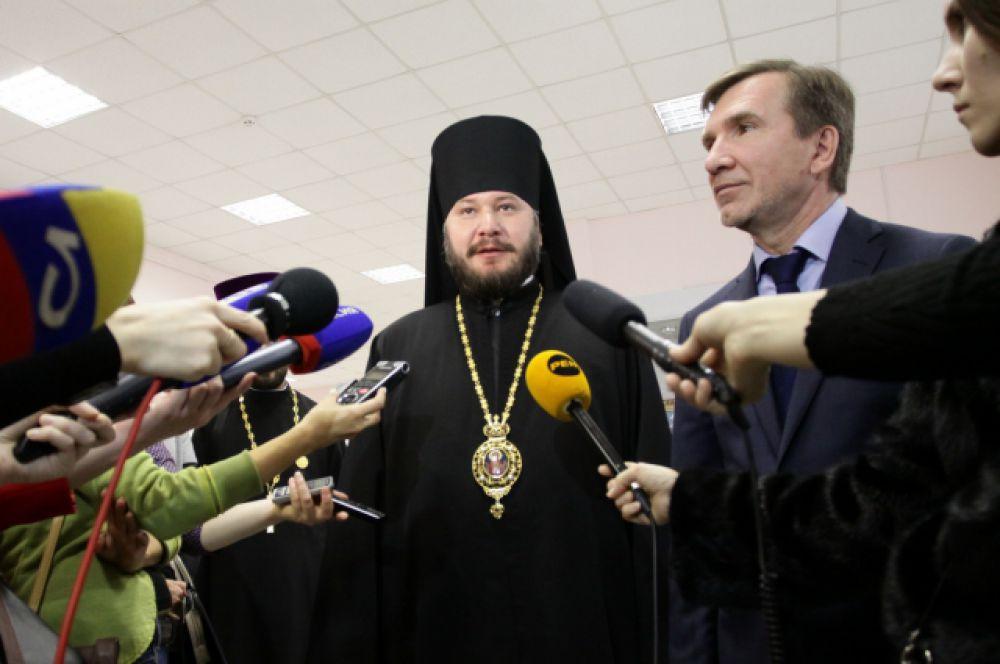Поход к прессе епископа Симона и первого заместителя губернатора Игоря Гуськова.