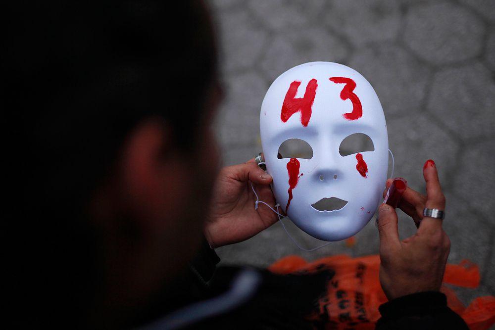 Вскоре после заявления прокурора уже президент Мексики Энрике Пенья Ньето выступил с заявлением, в котором заверил родителей погибших студентов, что виновные не уйдут от ответственности.