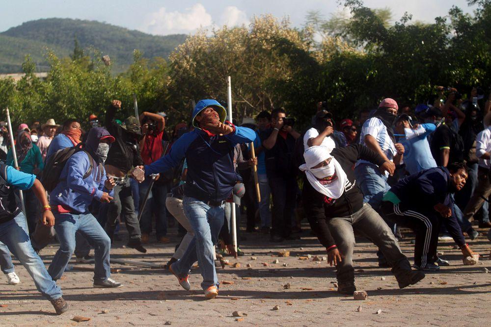 Коррумпированность и безнаказанность полиции так возмутили общественность, что в стране прошли студенческие акции протеста. Особенно серьезные протесты прошли на территории западного штата Герреро. Большая группа учащихся атаковала правительственный дворец административного округа.