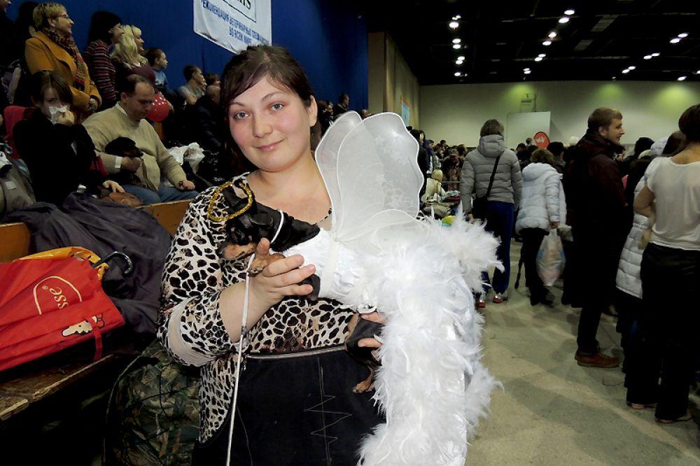 Марина Бочарова из Арзамаса с победительницей Черри в костюме ангела.