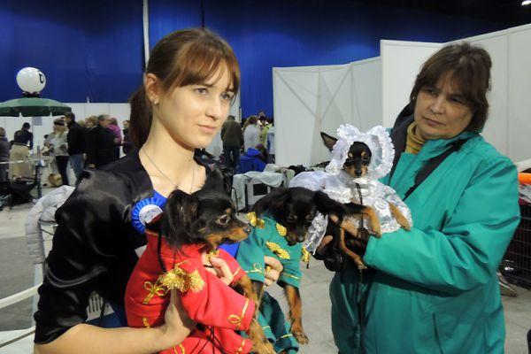 Наталья Сержантова с мамой и русскими тоями - дамой и гусарами.
