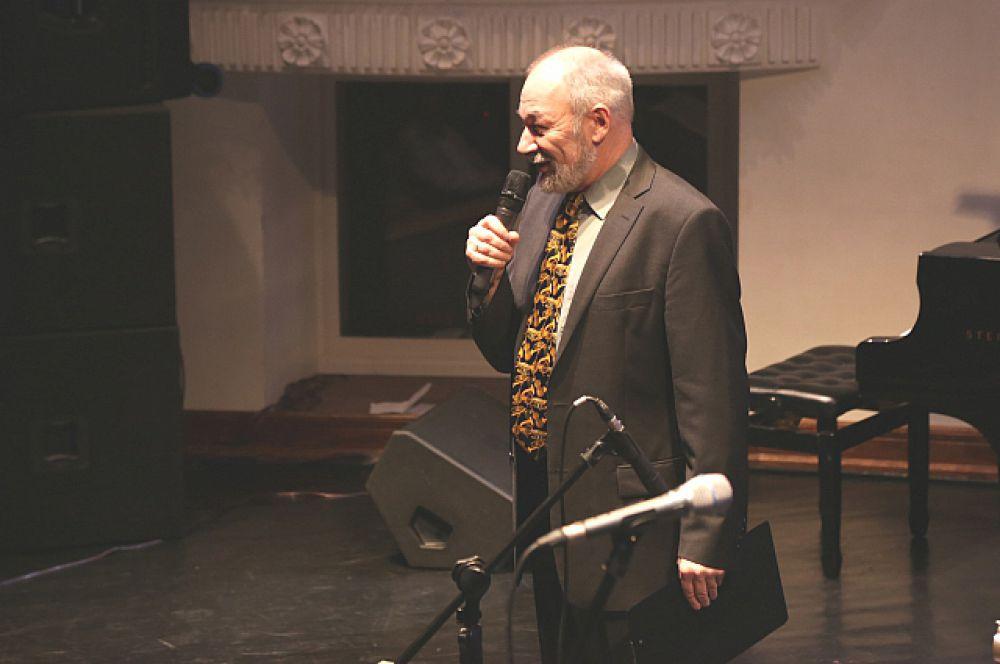 Михаил Митропольский благодарит организаторов за тёплый приём.
