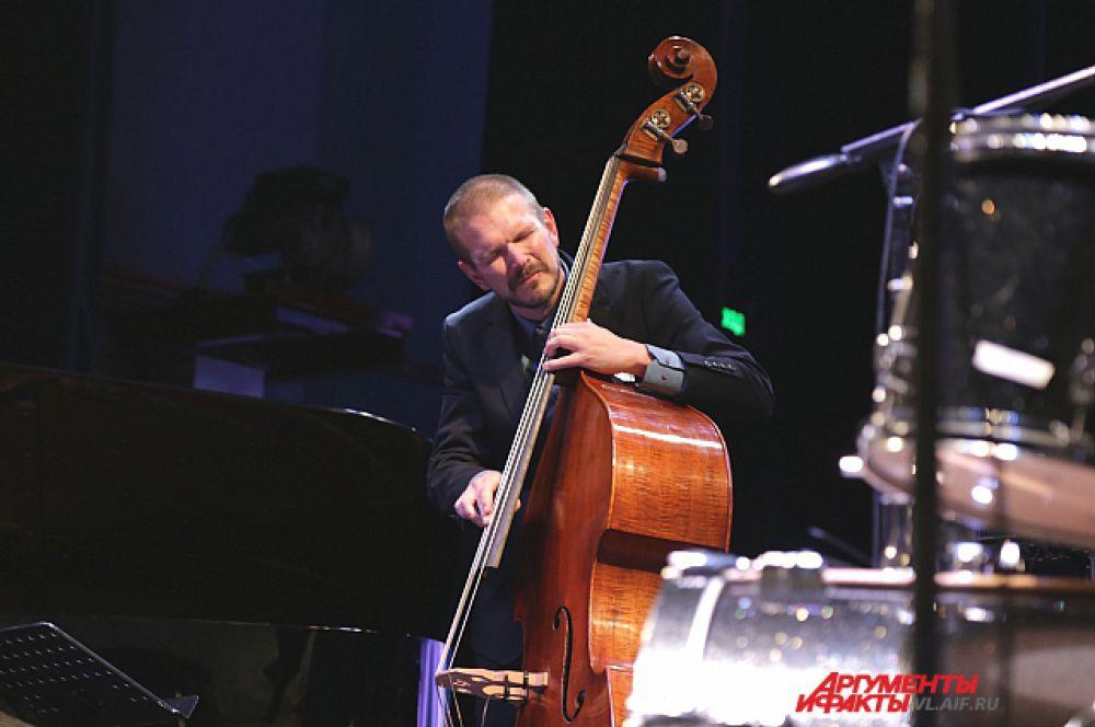 Martin  Zenker (контрабас).