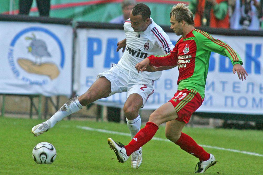 В январе 2004 года Сычёвым заинтересовались некоторые клубы, среди которых были московские «Спартак», предложивший французам вдвое больше чем было за него получено при продаже, и «Локомотив», где он в итоге и оказался. Сумма сделки составила около 4 000 000€. Юрий Сёмин — главный тренер «железнодорожников», заявил, что этот игрок замечательно подходит для комбинационного футбола с большим количеством передач и будет завершать атаки. Возвращение в Россию форвард отметил дублем в ворота «Шинника». Всего до перерыва в чемпионате, связанного с Евро 2004, Дмитрий провёл 13 игр, забив 8 мячей.