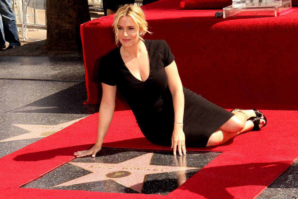 17 марта 2014 года обладательница премии «Оскар» Кейт Уинслет получила свою звезду на голливудской «Аллее славы». На торжественной церемонии актрису поддержали партнерша по фильму «Дивергент» Шейлин Вудли, а также Кэти Бейтс, которая снималась с Уинслет в «Титанике» и «Дороге перемен». Кейт Уинслет дебютировала в большом кино в драме Питера Джексона «Небесные создания» в 1994 году. Актриса номинировалась на «Оскар» за роли в фильмах «Разум и чувства», «Титаник», «Айрис», «Вечное сияние чистого разума» и «Как малые дети».