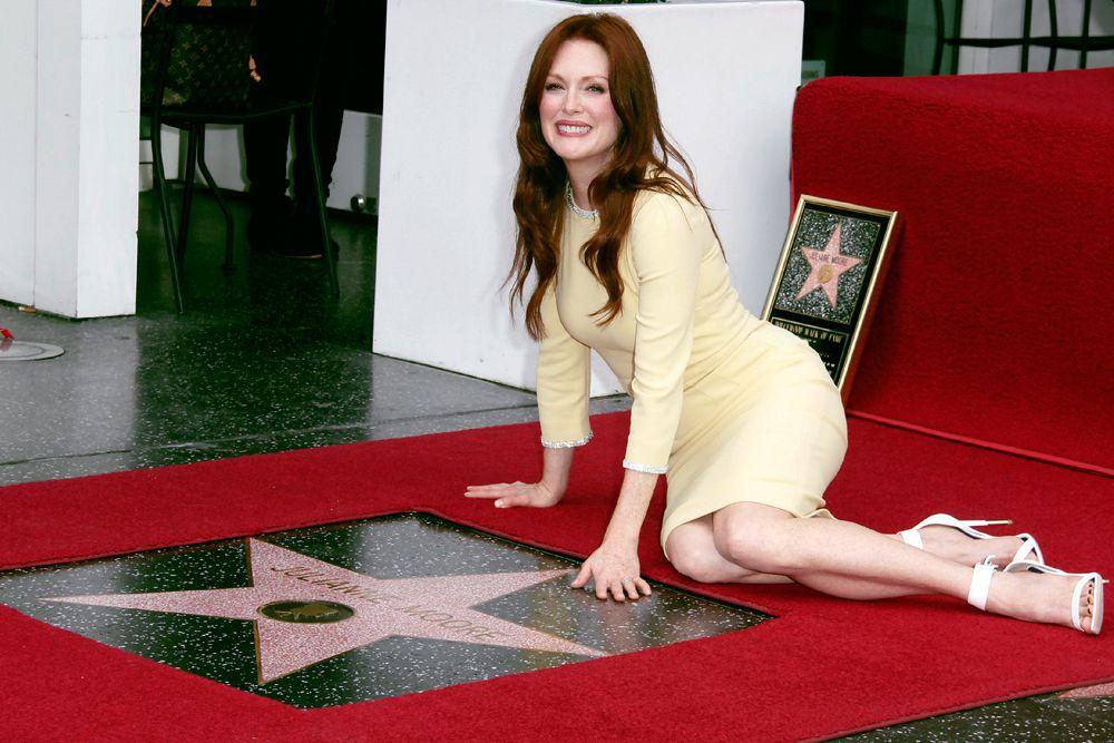 3 октября 2013 года на «Аллее славы» в Лос-Анджелесе появилась звезда 52-летней актрисы Джулианны Мур. Мур приехала в сопровождении своего мужа Барта Фрейндлиха и детей — 15-летнего Кэла и 11-летней Лив. Кроме того, поздравить звезду пришли ее коллеги по фильмам «Телекинез» и «Страсти Дон Жуана» — 16-летняя Хлоя Моретц и Джозеф Гордон-Левитт.