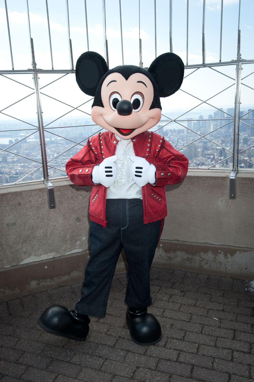 Мышонок Микки в некоторой степени повторил движения и пластику героя Чарли Чаплина – на это Уолта Диснея надоумила его жена Лиллиан